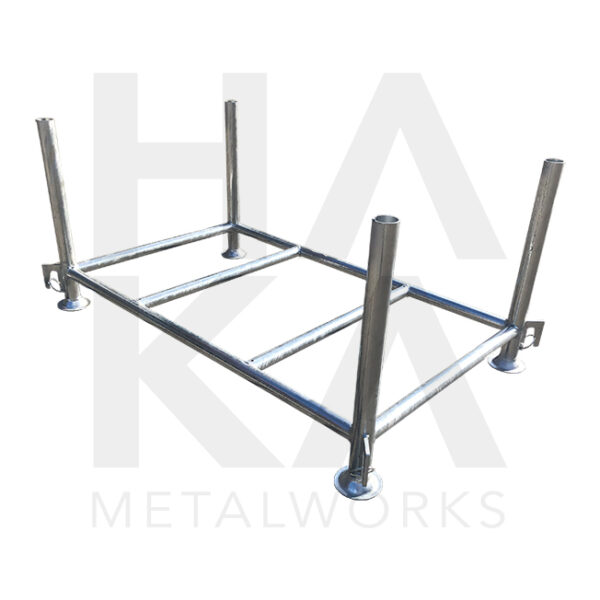 Stacking pallet with fixed uprights
